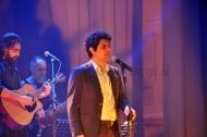 Gianmarco Carroccia durante lo scorso concerto di Fasanomusica con il maestro Mogol.