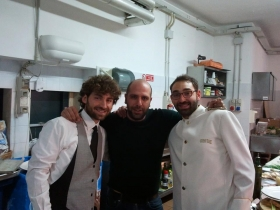 Checco Zalone con i dipendenti di Masseria Pedali