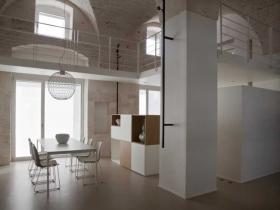 Architetti fasanesi trasformano un vecchio magazzino in un for Interni di ville moderne