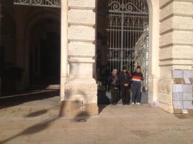 Gli ex dipendenti di Alba Nuova incatenati al palazzo di citt�