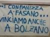 Uno striscione dei tifosi locali per l'ex Giovanni Fanizza