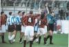 L'arbitro Lambertini di bologna mostra il carellino rosso al difensore foggiano Altamura